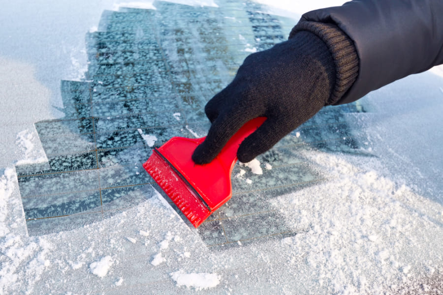 「静電除氷」で車のフロントガラスの霜取りを簡単にする研究 霜の下部は正、上部は負に帯電する