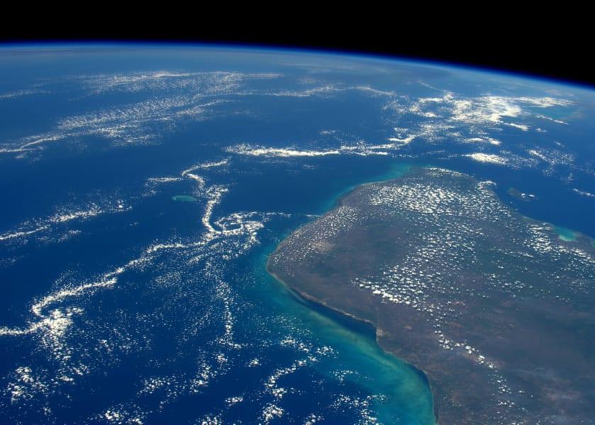 660万年前の隕石衝突地点メキシコ・ユカタン半島を国際宇宙ステーションから撮影した写真。