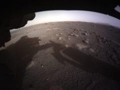 パーサヴィアランスが最初に送信した火星の高解像度カラー画像。