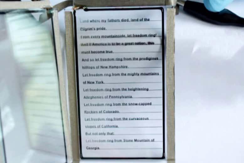 超薄型透明ディスプレイを利用した電子書籍リーダー