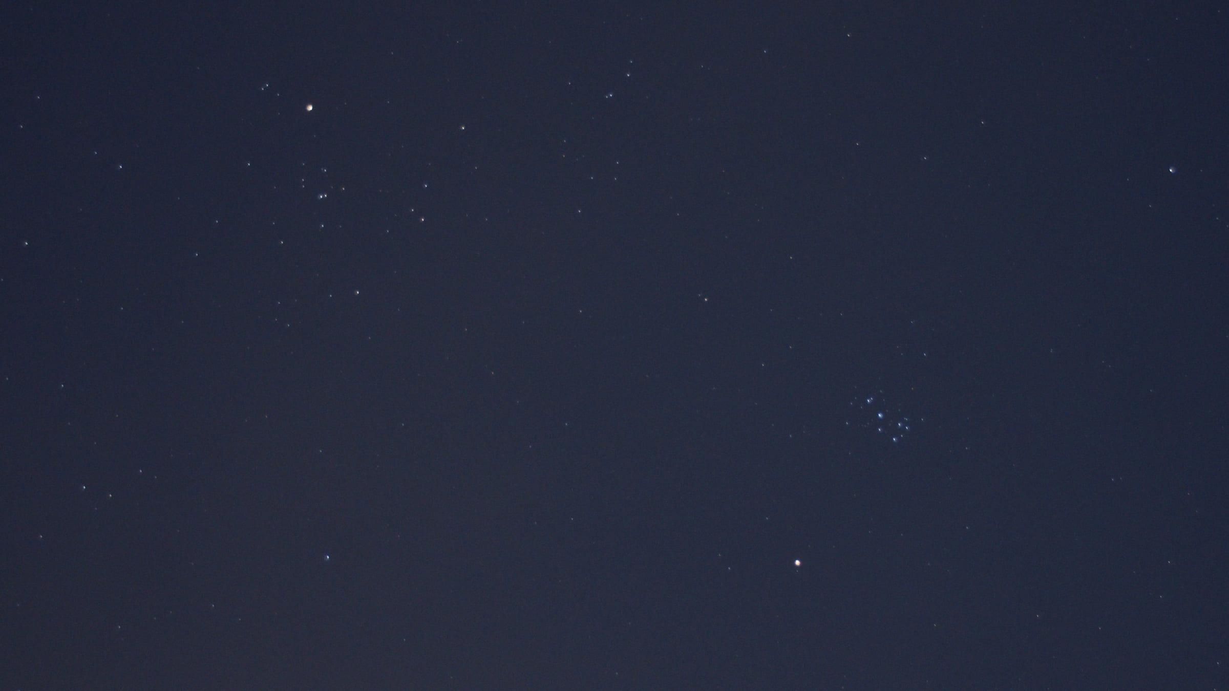 ヒヤデス星団とプレアデス星団に接近する火星