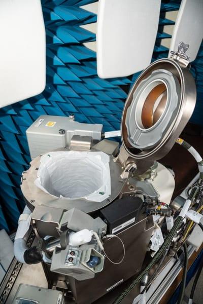 ISSに採用された新型のトイレ。