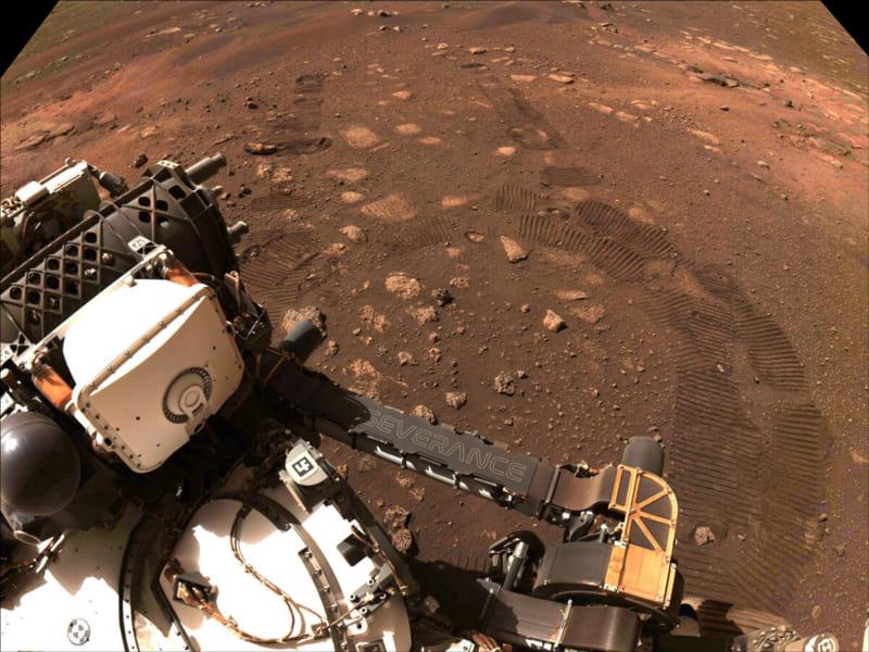 火星で調査を行う探査機パーサヴィアランスの様子。2021年3月4日撮影。