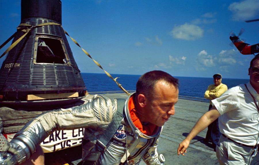 アメリカ初の宇宙飛行士アラン・シェパード。帰還直後の様子。