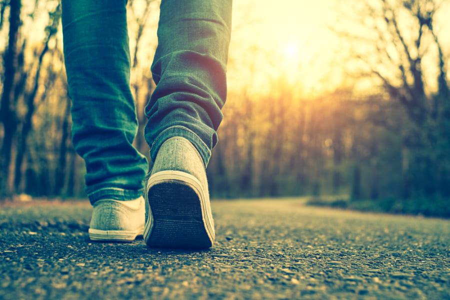 歩くのが遅い人は「コロナ死亡率が約4倍高くなる」と判明 肥満より高リスク(イギリス)