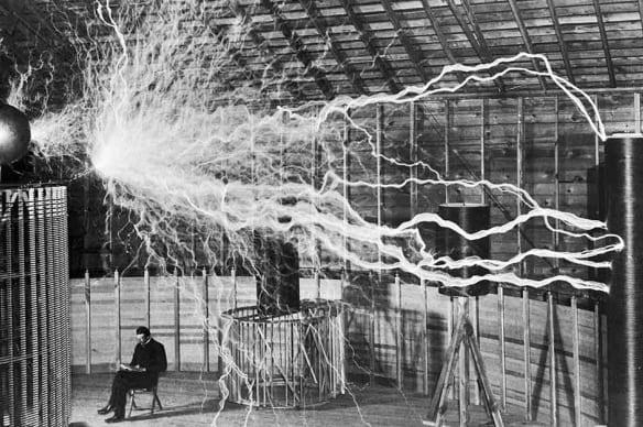 ニコラ・テスラによる6つの奇行的な発明 水銀をビームとして放射する殺人光線