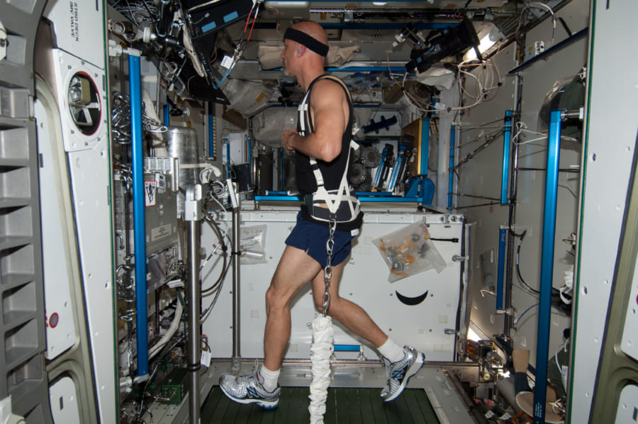 ISSに設置されたトレッドミル。