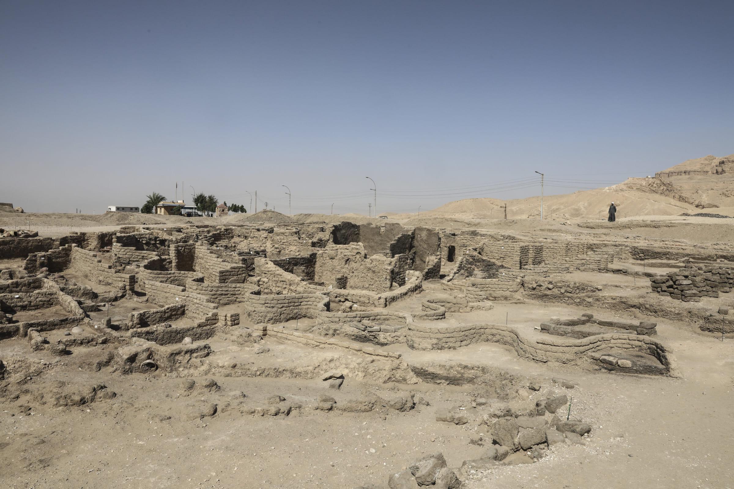 ルクソールで発掘された「黄金都市」