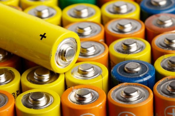 リチウムイオン電池の10倍の速さで充電できる新しい電池が登場。 発火の危険性が低く、低温でも動作が安定