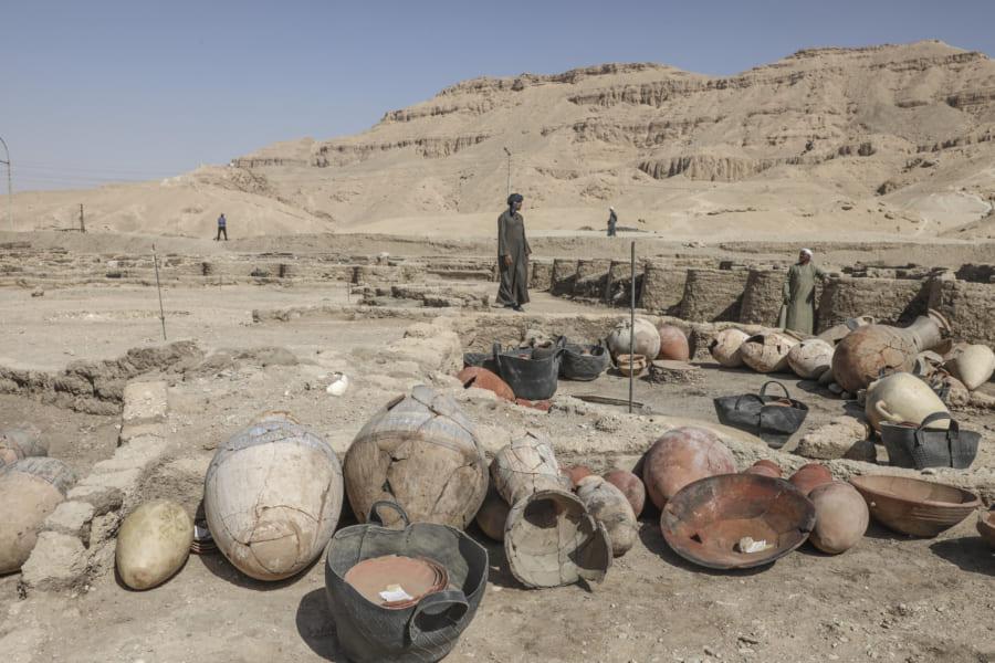同時に見つかった陶器の数々