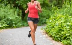 30秒全力で走って20秒歩くというのもHIITの一例。