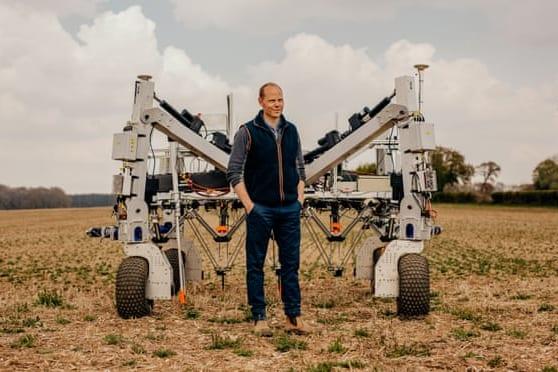 高圧放電で植物を焼く雑草キラーロボット