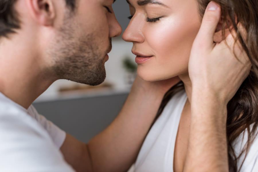 なぜヒトはキスが好きなのか