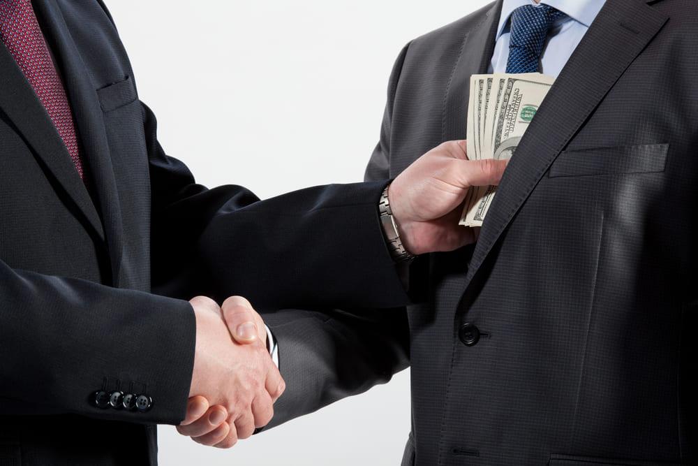 金持ちの寄付は、金持ちの間で循環し、金持ち仲間と良い関係を生み出す
