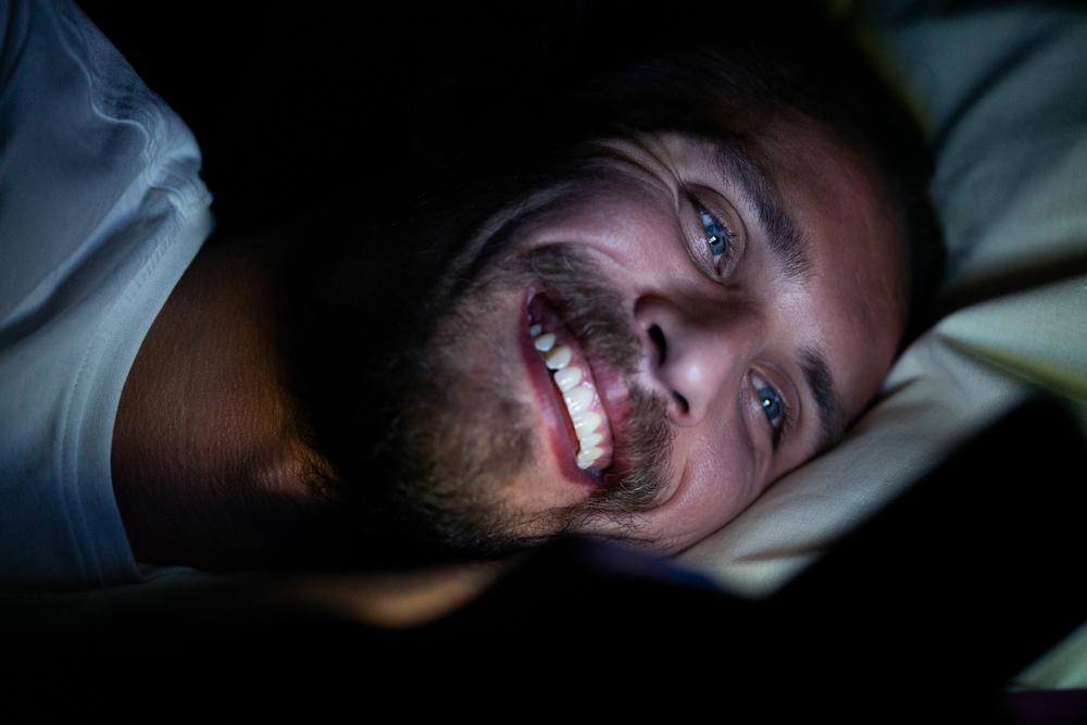 持続的な睡眠不足で認知症のリスクが高まる
