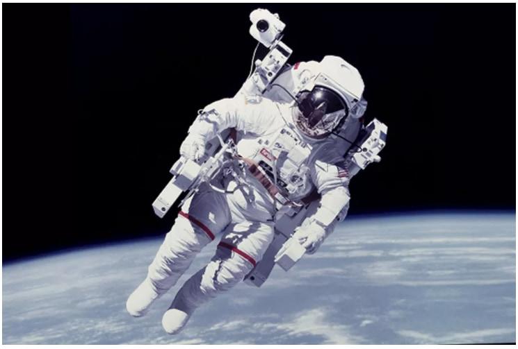 科学の粋を尽くしたミニチュア宇宙船「宇宙服の歴史」
