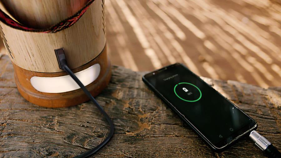 携帯電話の充電も可能