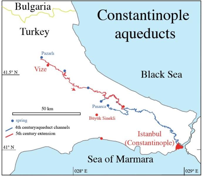 コンスタンティノープル(現代のイスタンブール)から伸びる水道橋。青は4世紀、赤は5世紀に建設された水路