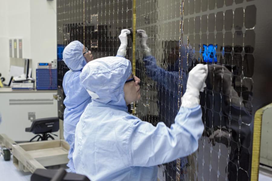 宇宙船は他惑星へ生物を持ち込むことがないよう、厳重に洗浄が行われ組み立てられている