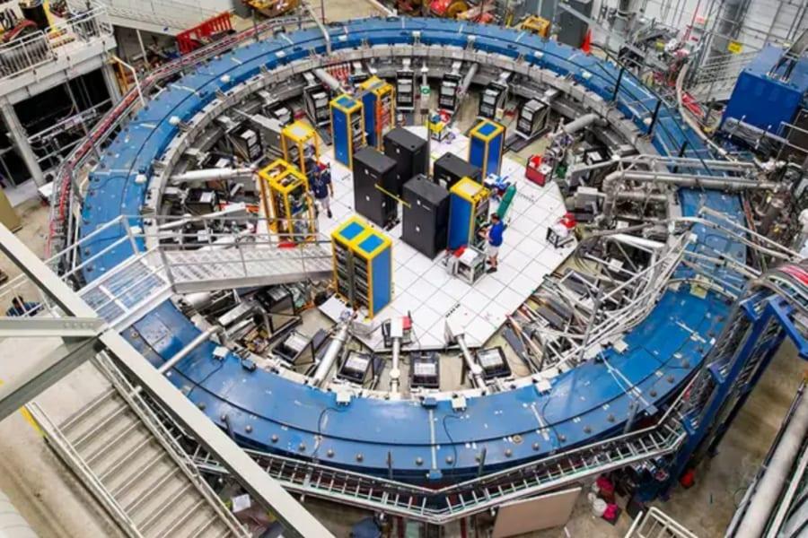 ミューオンの観測結果が標準理論を崩壊させる? 実験家と理論家の熱すぎる戦い