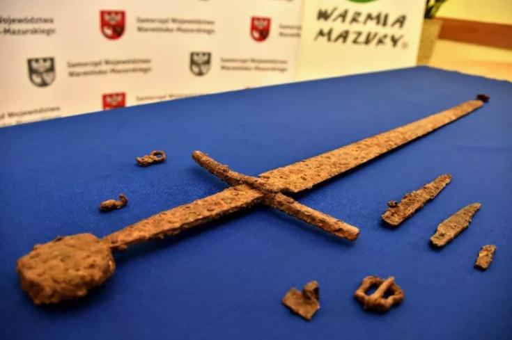 「10年に一度の発見」1410年の伝説の一戦で使われた「剣」が見つかる(ポーランド)