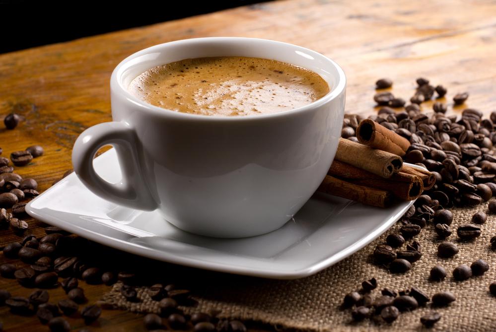 毎日コーヒーを飲む人は脳の接続性が異なる