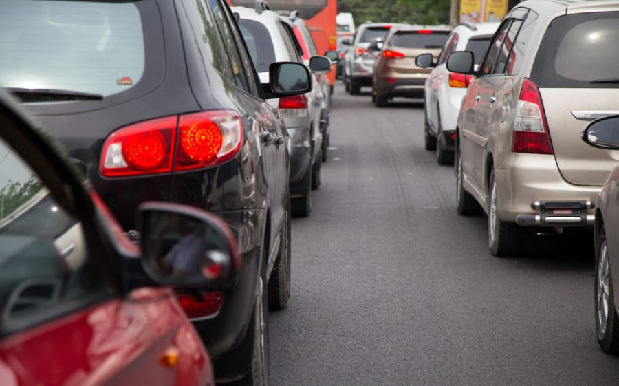 世界では車通勤が好まれており、二酸化炭素排出量の増加と関連している