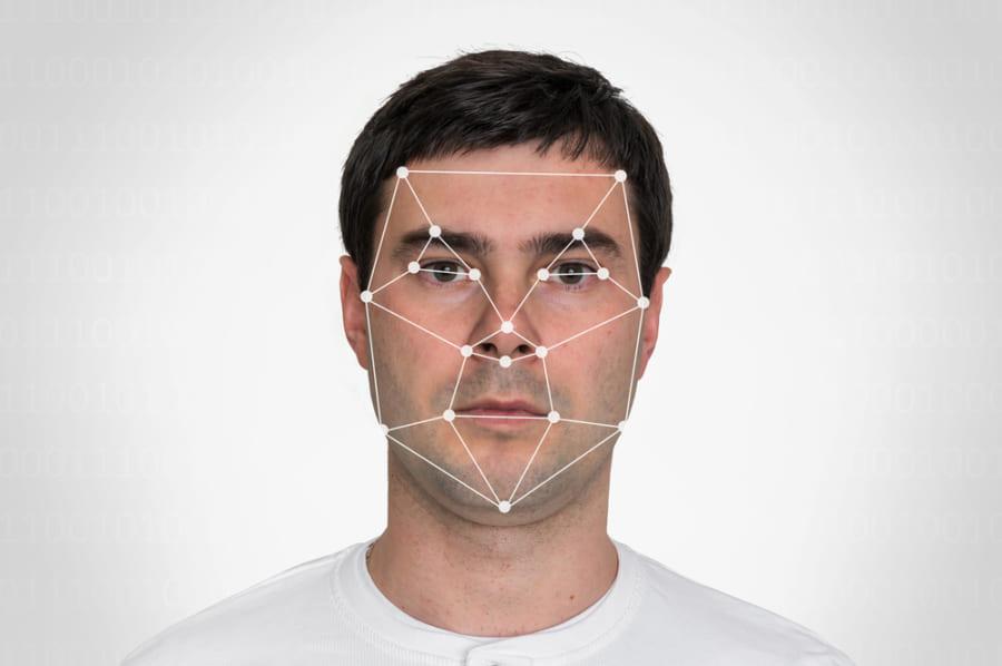 顔と目の動きから79%の精度でうつ病が検出できる技術が登場