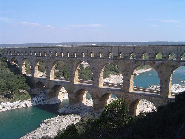 南フランスのポン・デュ・ガールに残る水道橋