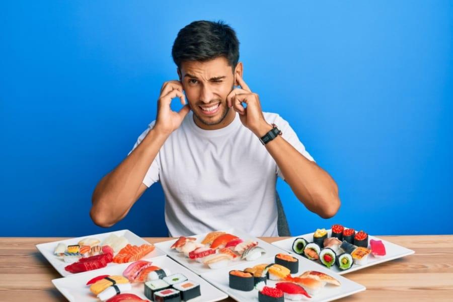 他人の咀嚼音が不快な理由は音嫌悪症の可能性が高い