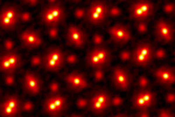 「分子内の原子」まで見える物理的限界にせまった画像を公開