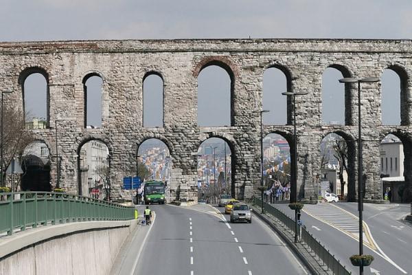 古代ローマの水道橋が700年間きれいに利用できたワケ