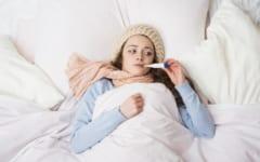 ワクチン接種後は睡眠時間が増加したり、微熱が出たりする場合がある。いずれも睡眠の質を変化させ夢に影響を与える要因となる