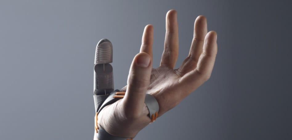 新たな技術は人間に第六の指を追加する