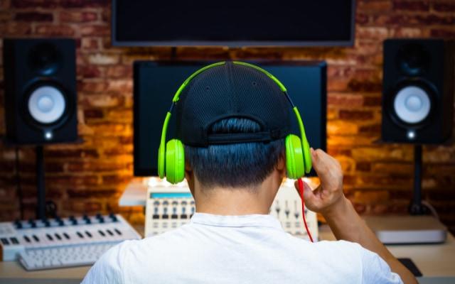 現代の多くの曲は、楽譜にされていない