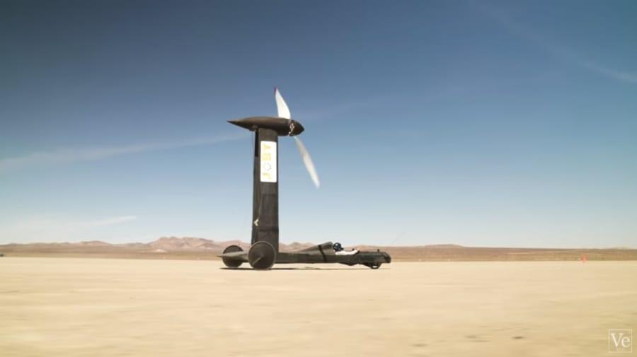 「風のみで動くヨットは風速を上回れるか?」科学ユーチューバーと物理学者が1万ドルをかけて勝負!