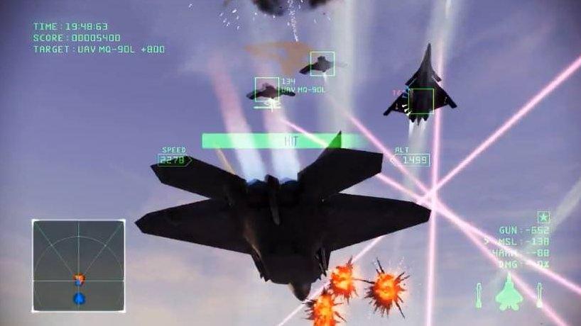 レーザー兵器が飛び交うゲーム画面。実際のレーザーは目に見えない。