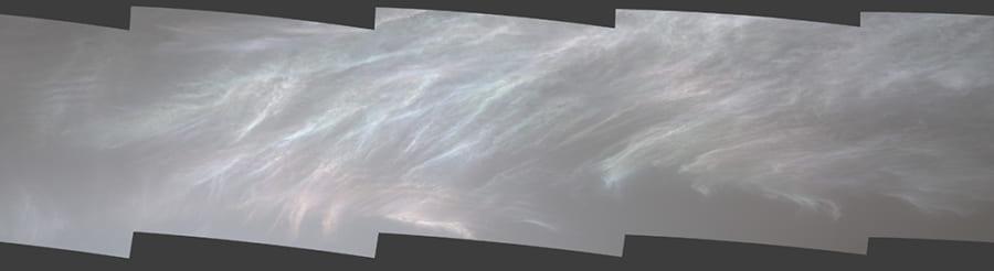 2021年3月5日にキュリオシティが撮影された虹色に輝く火星の真珠母雲。