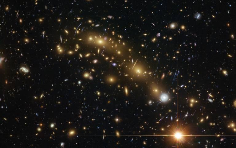 研究された6つの銀河の1つ「MACS0416-JD」が検出された銀河団