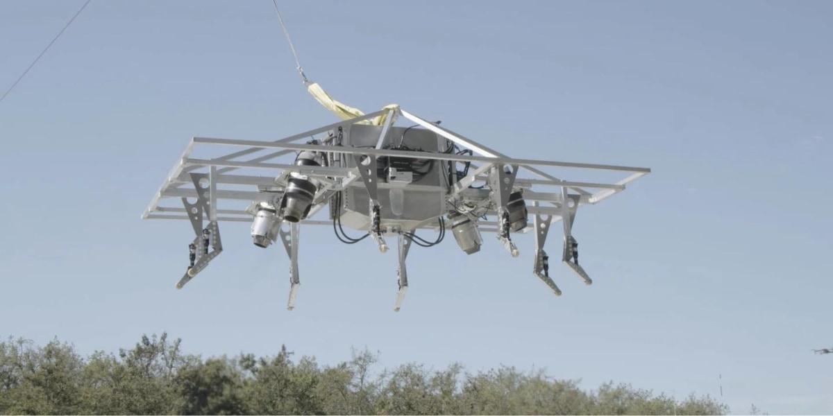 プロトタイプは足場のついたドローンみたいに見えるが、先駆的な垂直離着陸飛行制御システムを検証している
