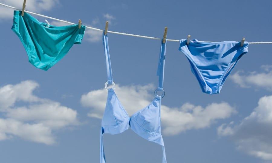 水着はきちんと乾かさないとかび臭くなってしまう