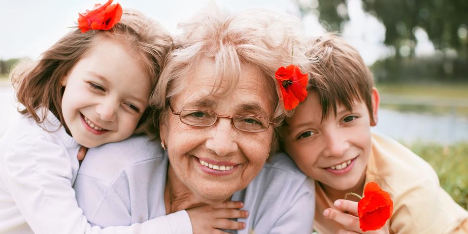 おばあちゃんを見ると活性化する「祖母ニューロン」がある?