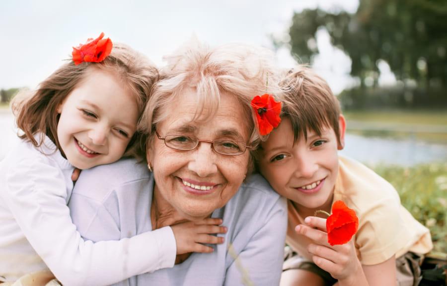 おばあちゃんを見ると活性化する「祖母ニューロン」があるという研究