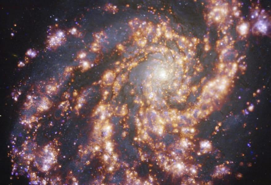 「花火のような銀河の写真」が公開される