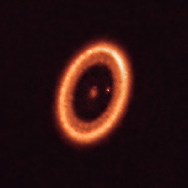 ALMAが観測した地球から400光年離れたPDS70星系