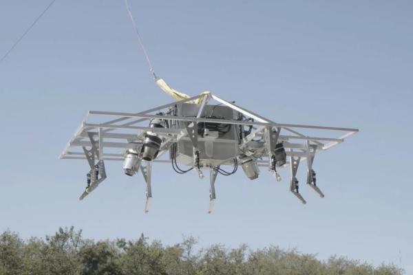 時速240kmで空飛ぶバイク「Speeder」のプロトタイプ飛行試験が成功