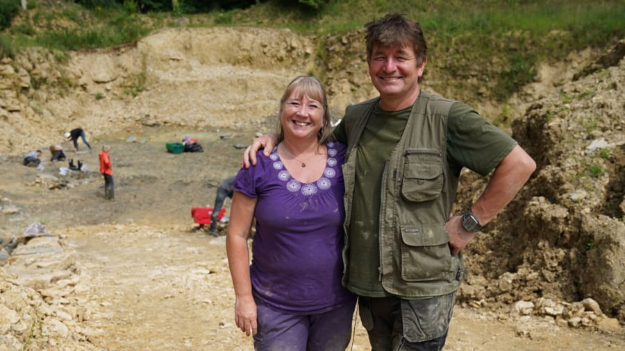 サリーさん(左)とネヴィルさん(右)のホリングワース夫妻
