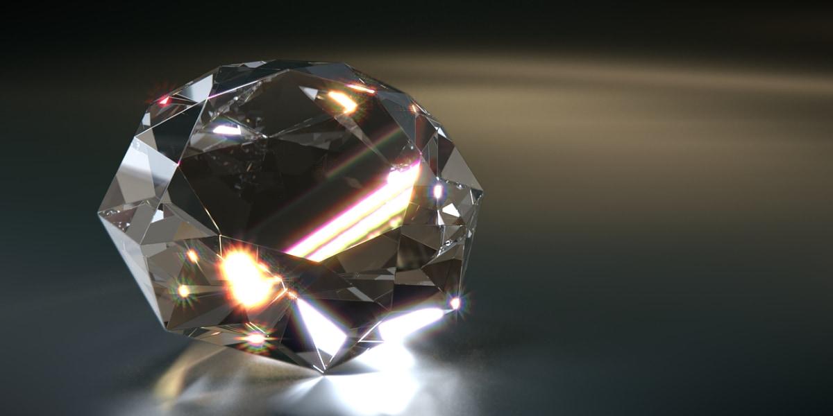 ダイヤモンドに含まれる炭素には、一部生物由来の有機炭素がが含まれるとわかった