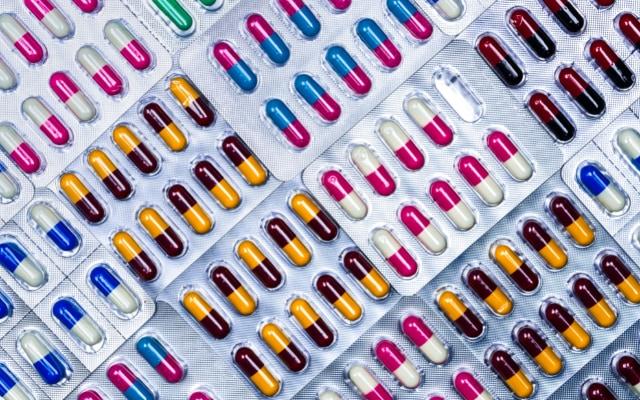 体内に入り込んだ細菌と戦う人類の武器こそが抗生物質。必ず飲みきってください。