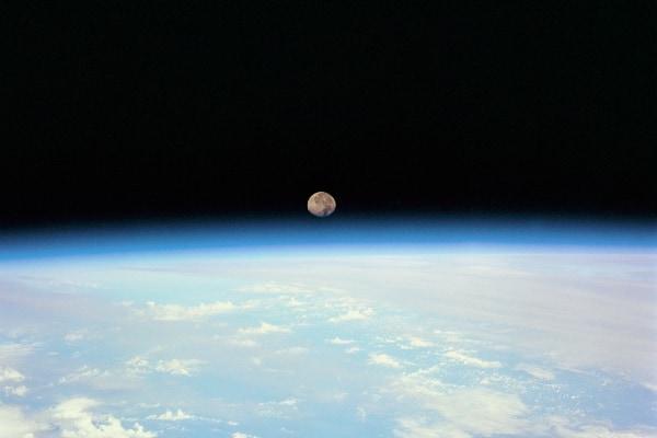 地球の自転が遅くならなければ、生命は誕生しなかったという研究